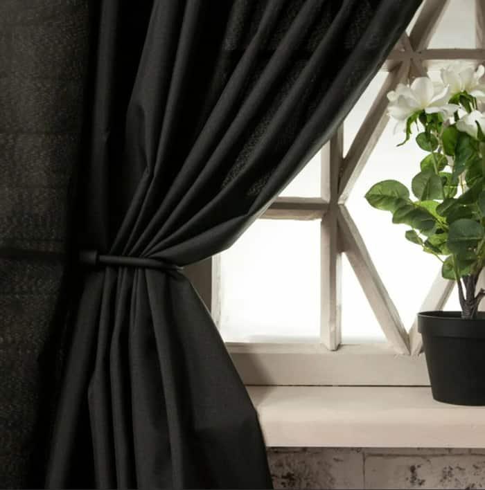 Curtain Trends 2022: Colors black